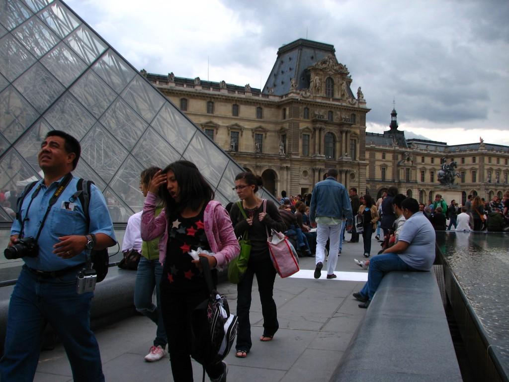 MUSEE DU LOUVRE IMPRINTS PARIS 2009 STREET ART CLAUDIO AREZZO DI TRIFILETTI