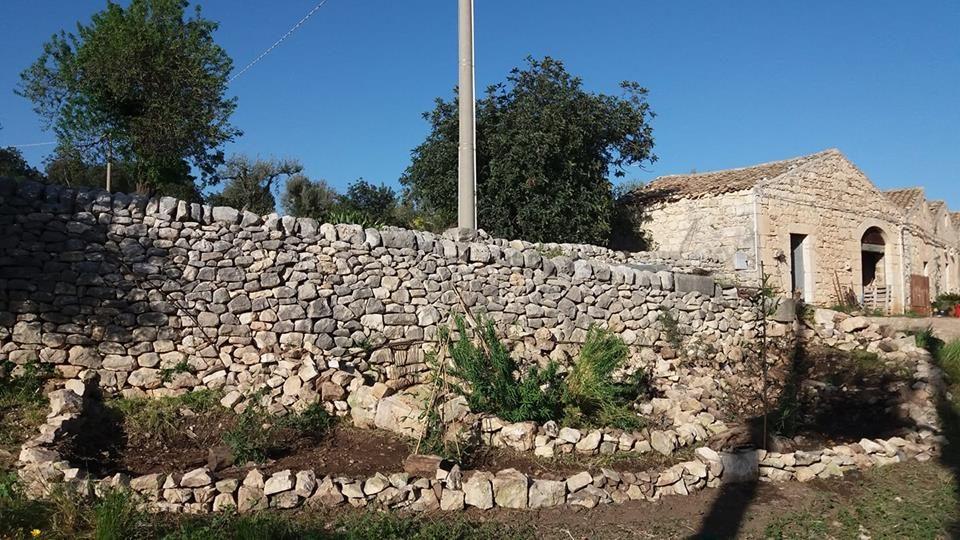 Mettendo una pietra sopra si può arrivare a montagne, fiumi e mari.