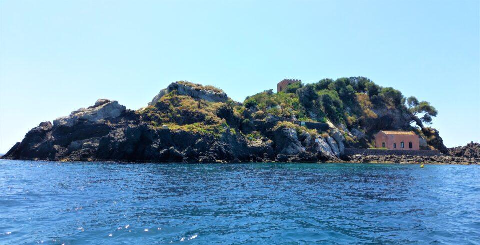 isola lachea aci trezza